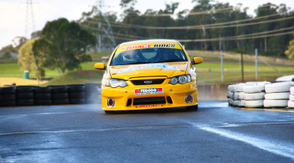 v8 race car on symmons plains track