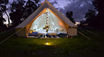 Nomadika Glamping backyard tent with bed and rug