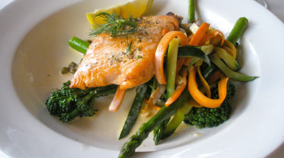 plate of salmon with asparagus broccolini and zucchini