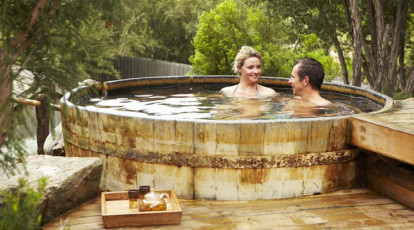 couple in hot springs mornington peninsula