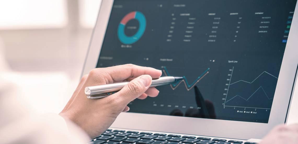 Na imagem, você vê a tela de um computador com análise de dados