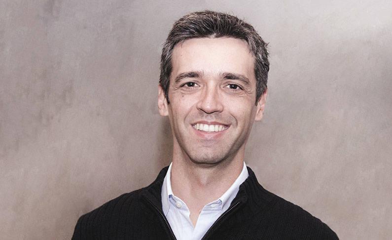 Na foto, Antonio Carlos Soares que é co-fundador e CEO do Runrun.it, que funciona como um software na nuvem para ajudar e facilitar a Gestão do Trabalho. Antonio foi sócio e CEO da Aorta, líder do mercado de aplicativos no Brasil. O empresário dá aula listando os 9 problemas mais comuns em uma startup.