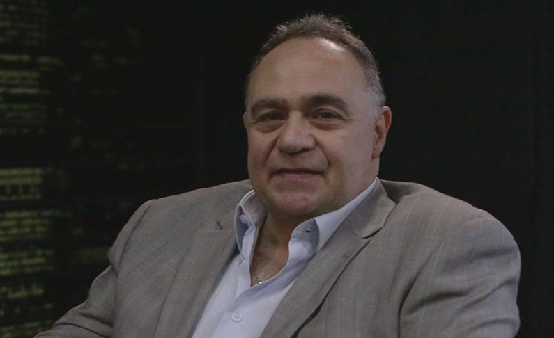 Elias Awad é jornalista e escritor e participa do To The Point comentando e dando dicas sobre mentalidade.