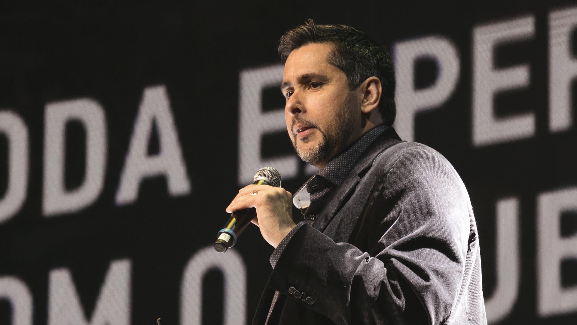 Na imagem, Flávio Augusto, fundador do Grupo Wiser, apresenta o Power House 18