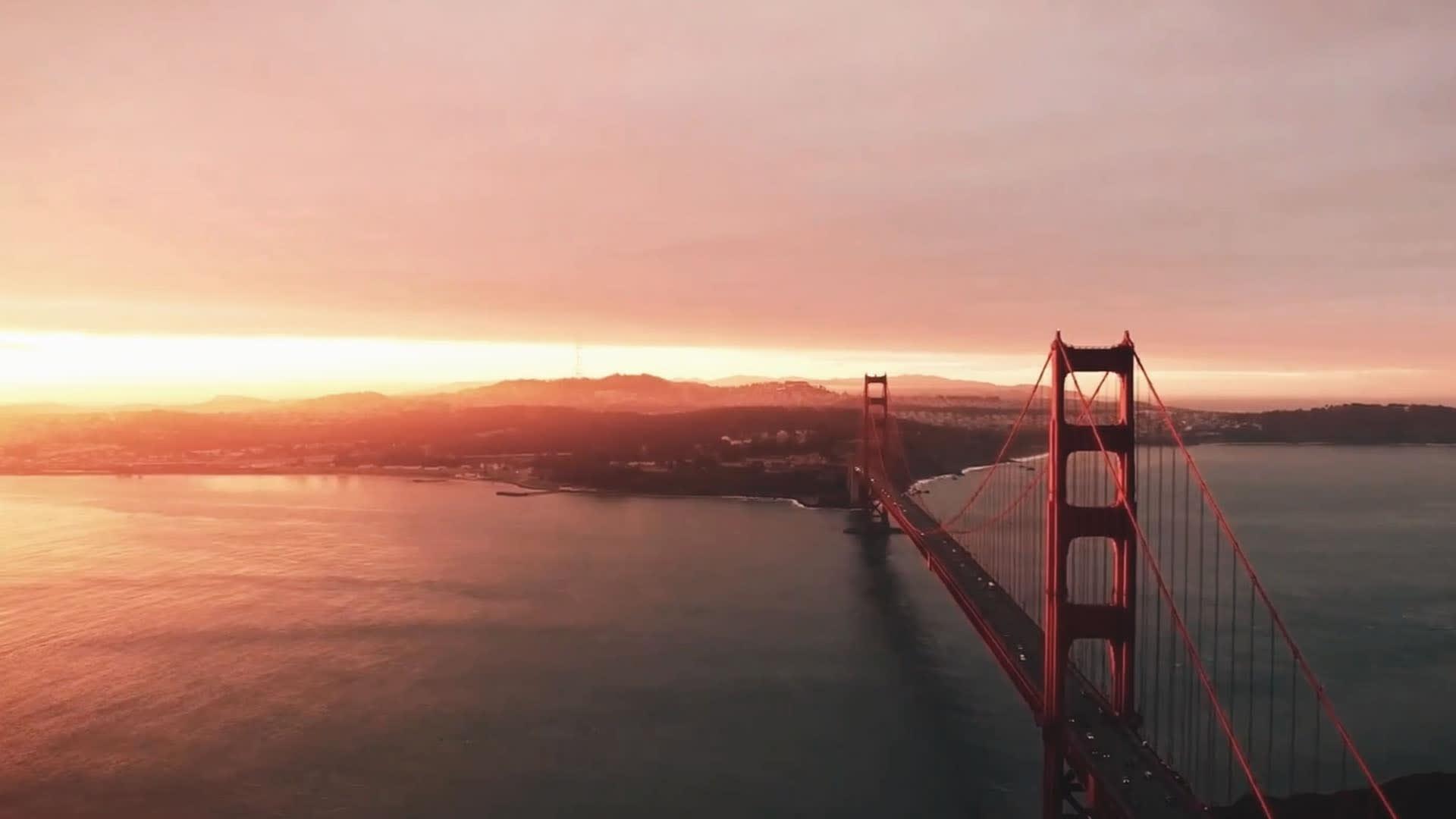 Na imagem, vemos a ponte de São Francisco, um dos locais onde a equipe do meuSucesso.com esteve para gravar as séries no Vale do Silício.
