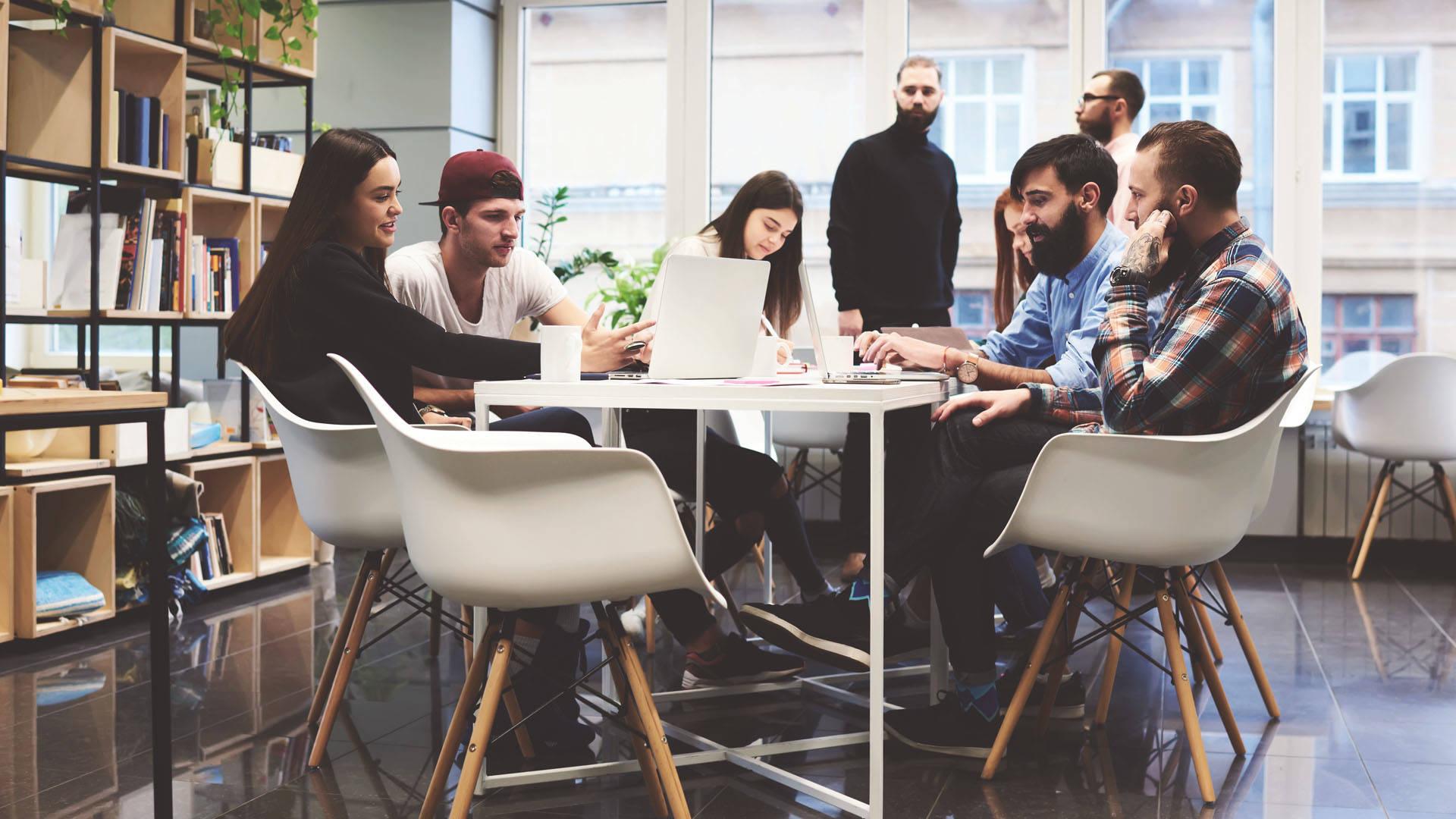 lean startup: equipe de profissionais trabalhando