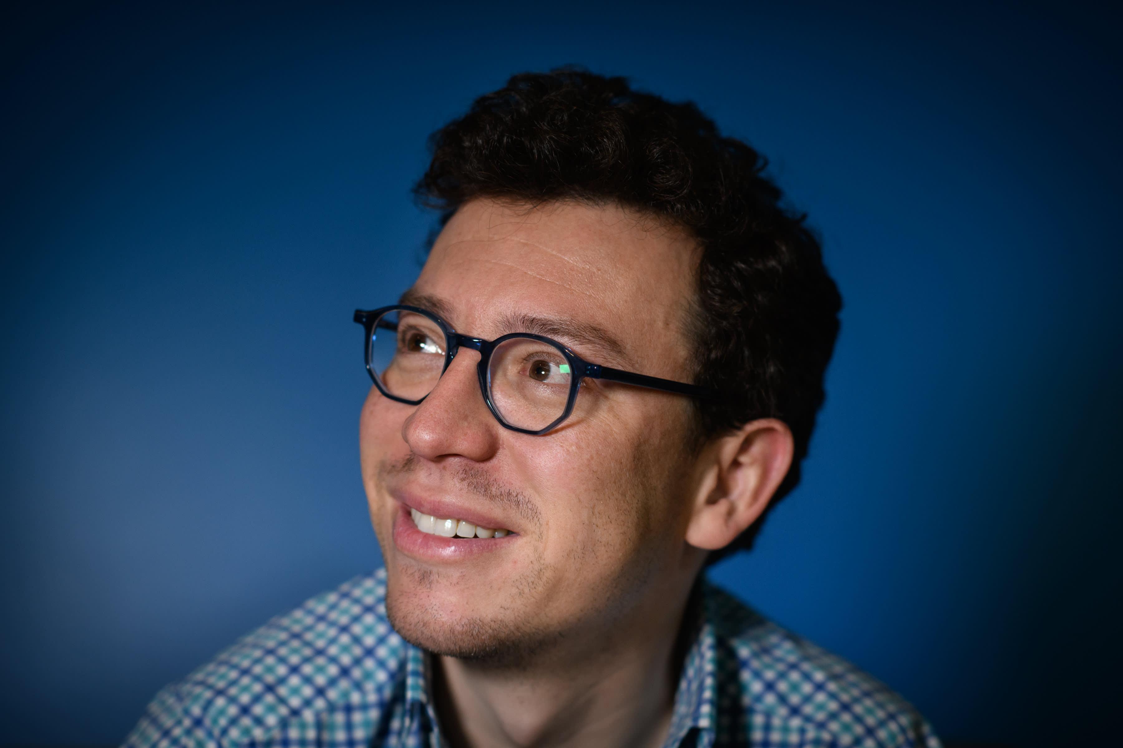 Em entrevista exclusiva, Luis von Ahn, explicou em detalhes como construiu o Duolingo com a proposta de ser uma plataforma gratuita e online de aprendizagem de línguas