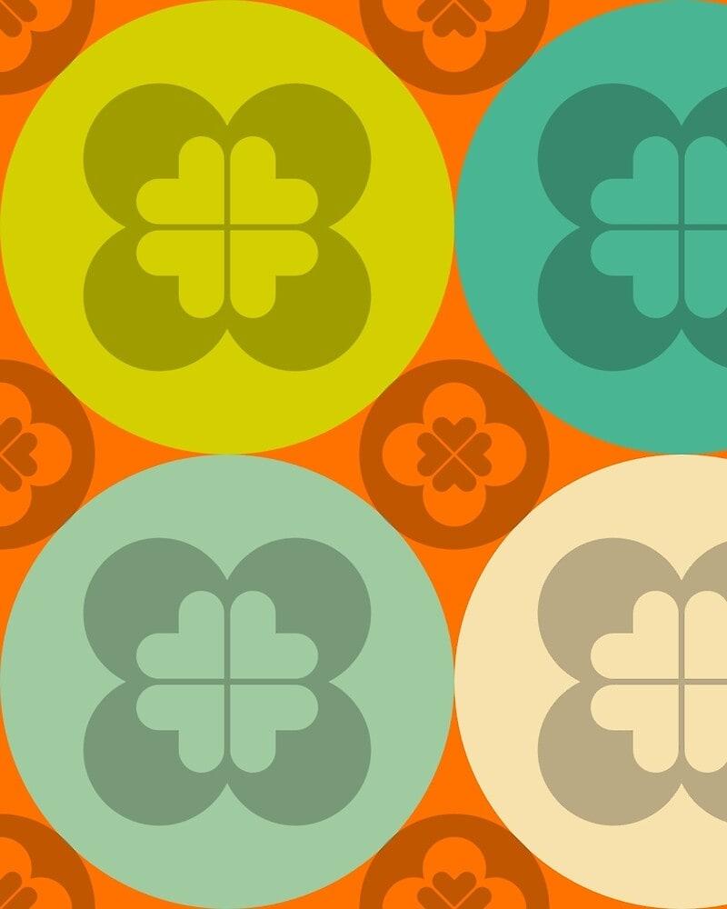 Geometric Pattern: Flower Circle: Seasons / Red Wolf