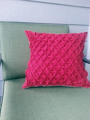 Pintuck Pillow Tutorial / Rebecca