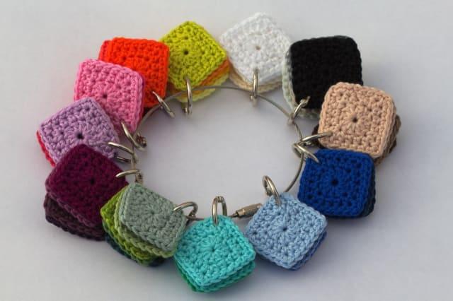 Crochet Squares to compare colours / Carmen
