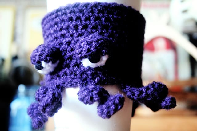 Crocheted Octopus Coffee Cup Cosy / Twinkie Chan