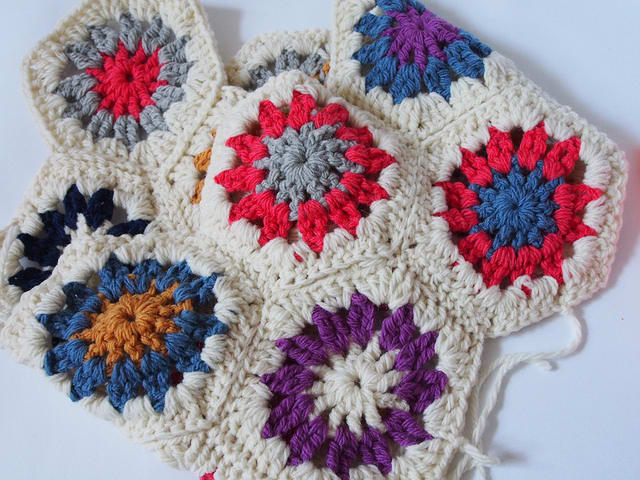 How To Crochet A Hexagon In Ten Minutes / Pip Lincolne