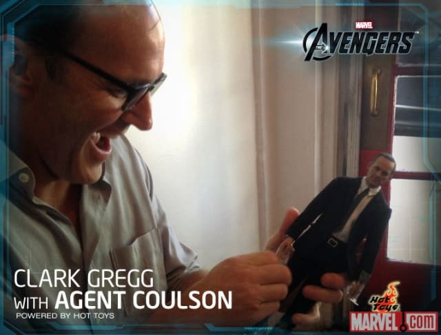 Clark Gregg Unboxes Agent Coulson / Hot Toys