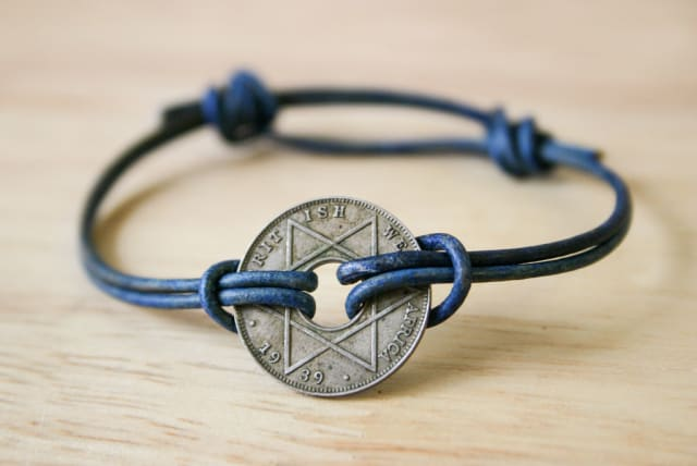 Simple Sliding Knot Bracelet / alisha145