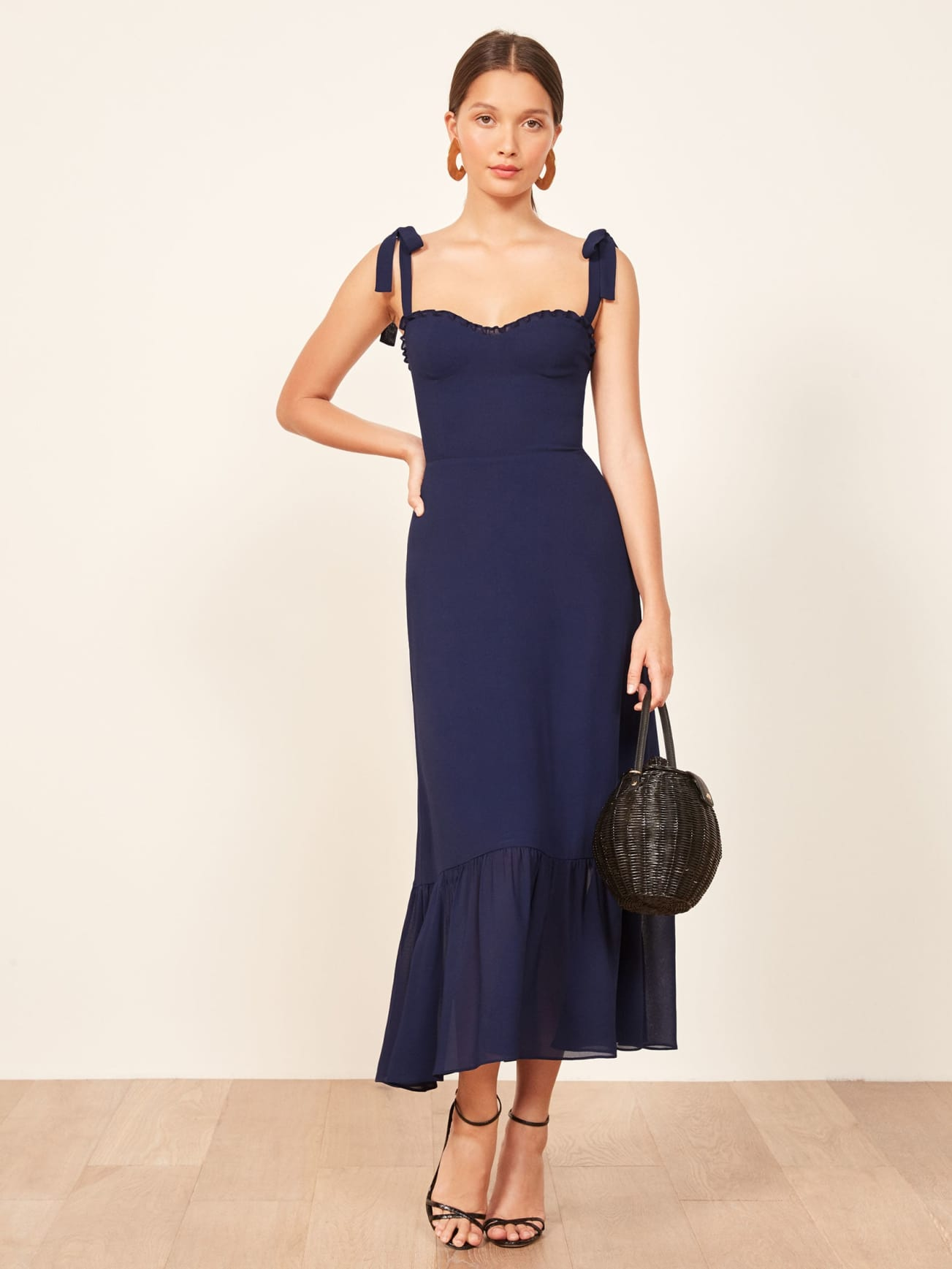 47f196b4a11 This is How to Wear Petite Maxi Dresses if you are Short