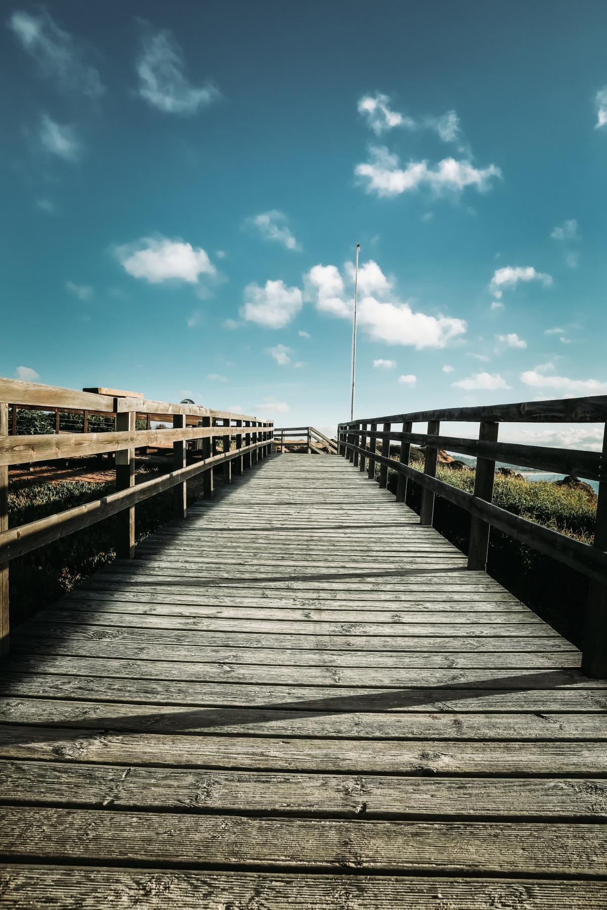 The start of the walkway down towards the Praia (Beach)