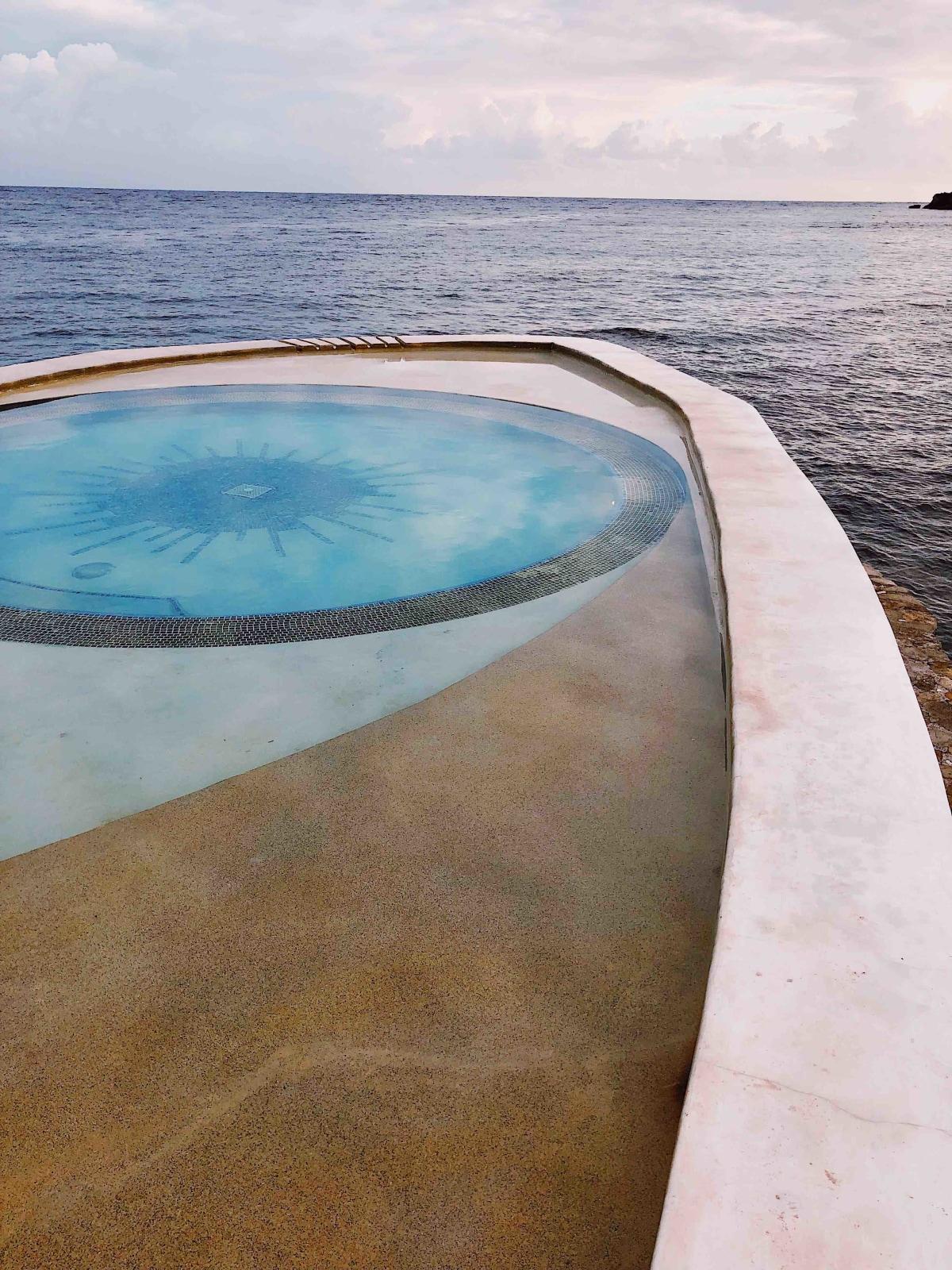 iconic goldeneye pool