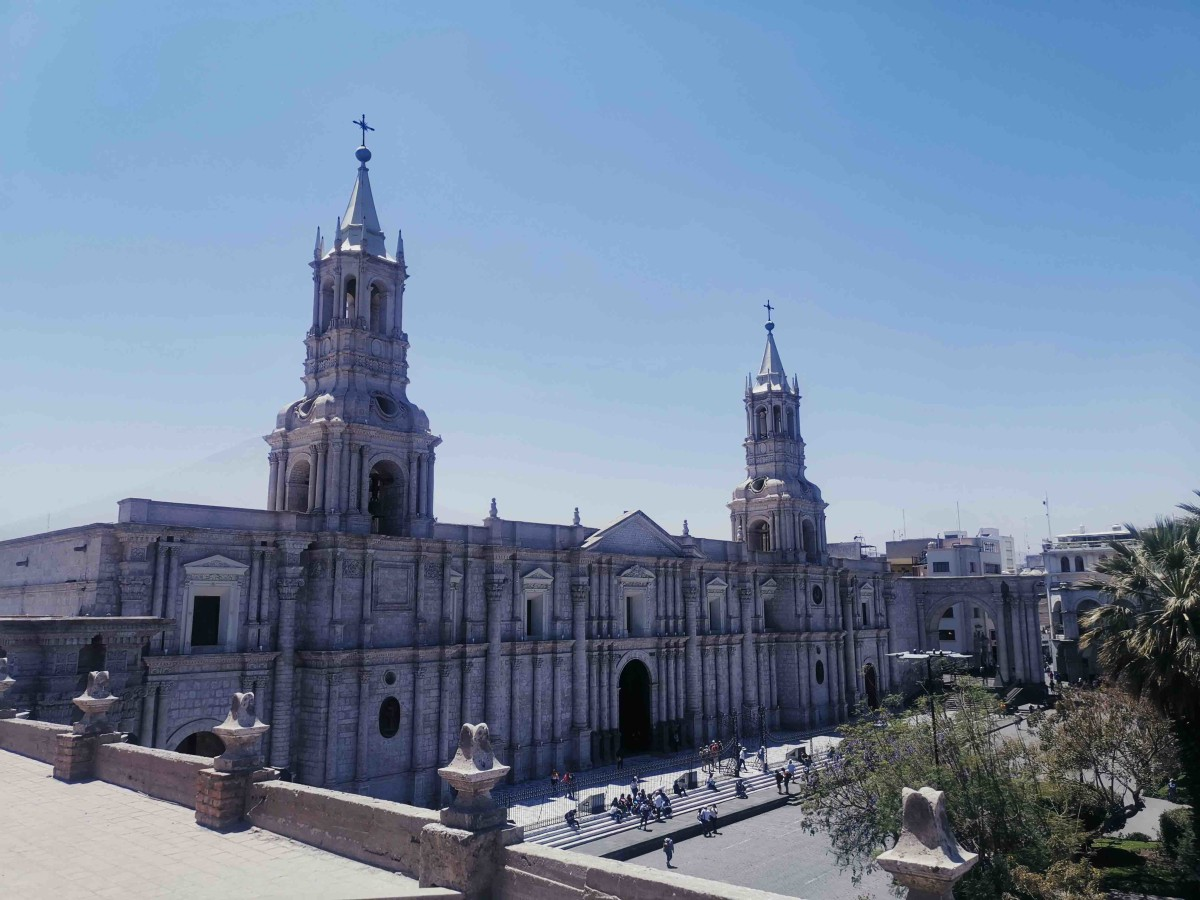 View of the enormous cathedral on Plaza de Armas from a rooftop bar we visited on the tour