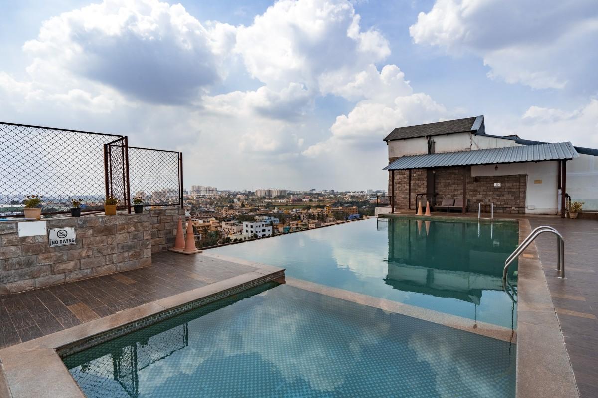 Infinity pool of Hotel Sai Vishram