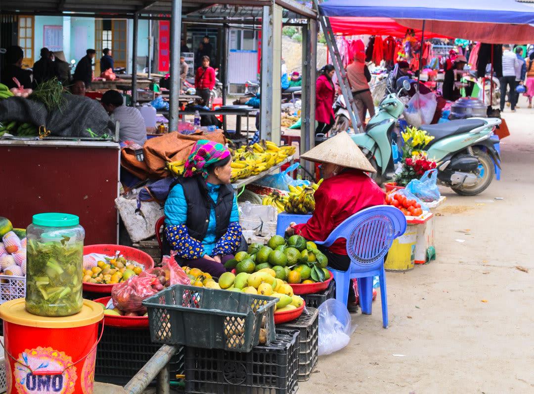 Colorfoul Dong Van Market