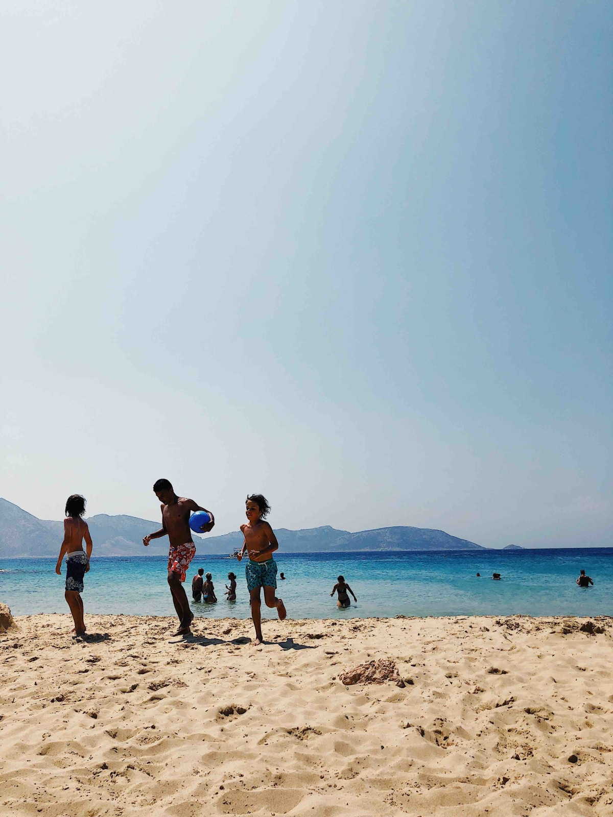 Fanos beach is perfect for families , couples and singles .