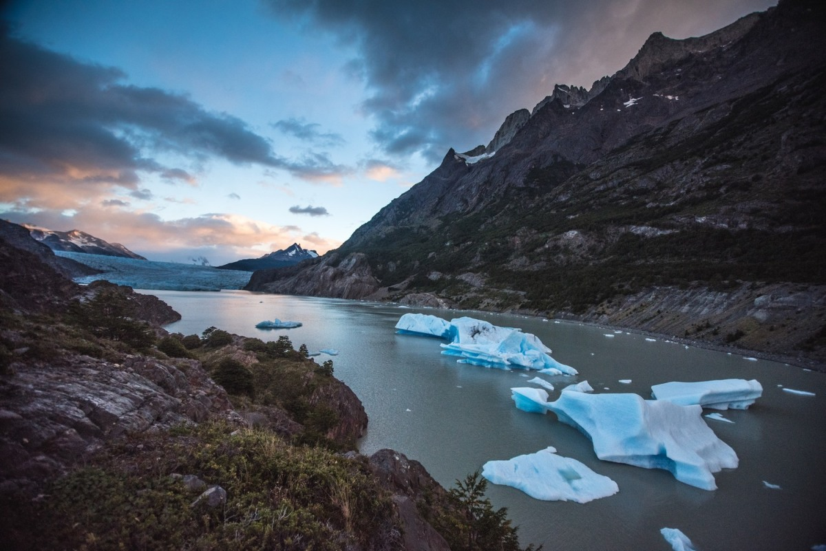 Grey Glacier viewpoint is perfect to observe some giant icebergs