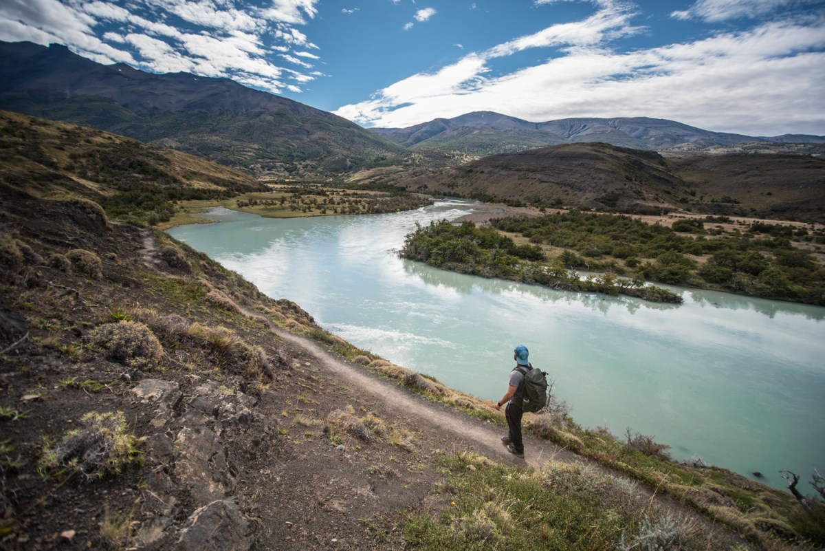 Hiking along the famous Paine river