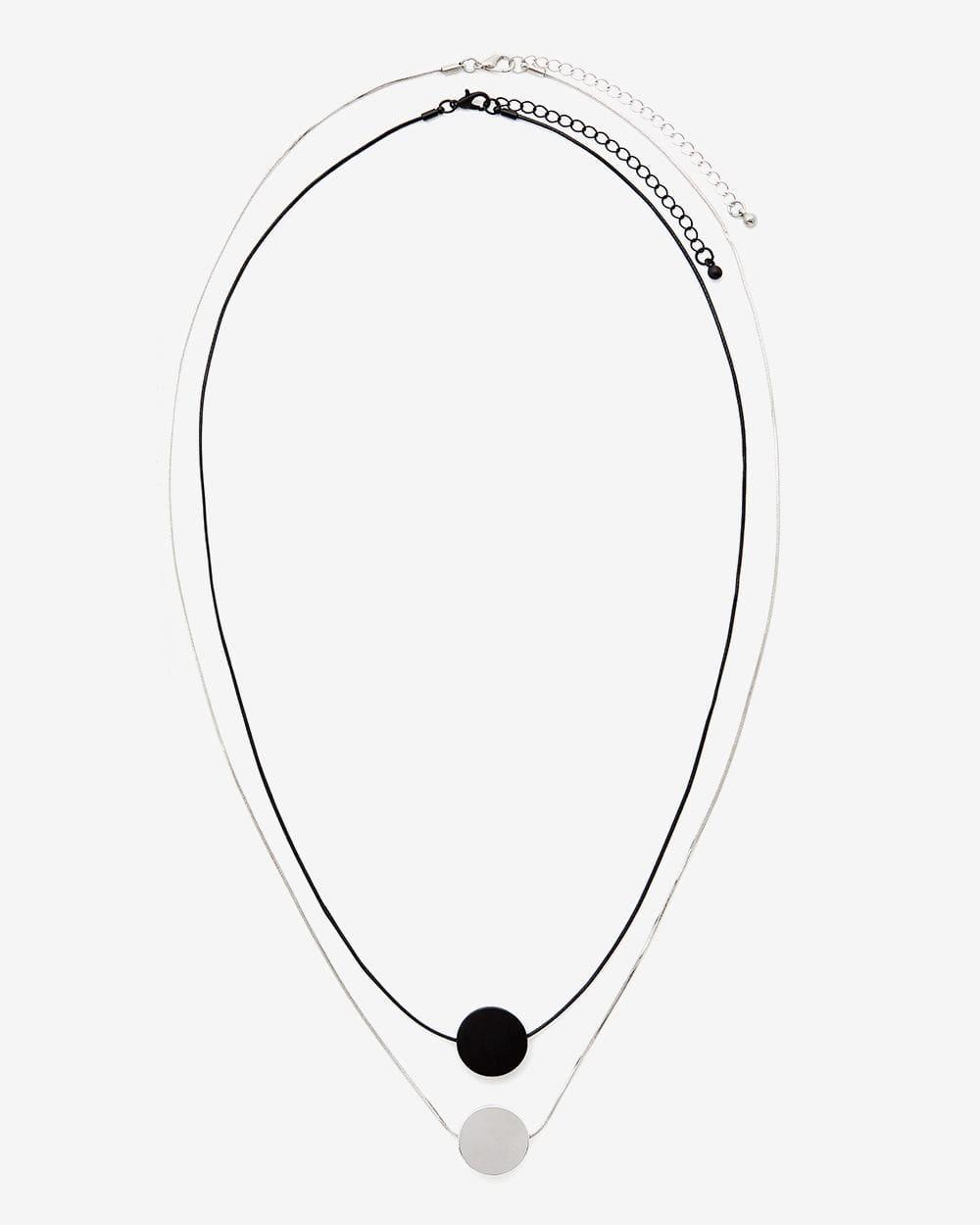 Ensemble de 2 colliers à pendentif
