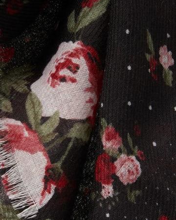 Foulard à fleurs et à pois