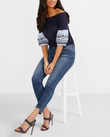 Jeans skinny à la cheville et à ourlet étagé