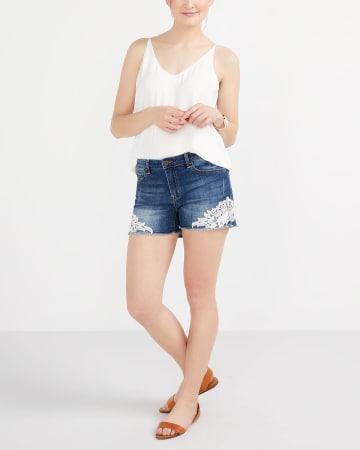 Short en jeans à dentelle