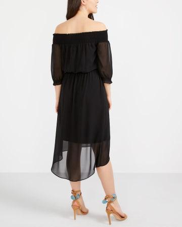 Robe à épaules dénudées et à smocks