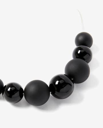 Collier à billes noires