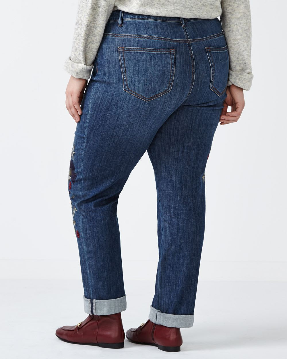 d/c JEANS Slightly Curvy Fit Embroidered Straight Leg Jean