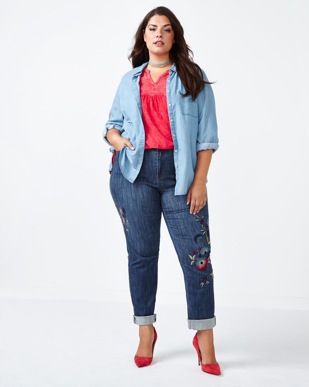 ONLINE ONLY - d/c JEANS Petite Slightly Curvy Fit Embroidered Straight Leg Jean