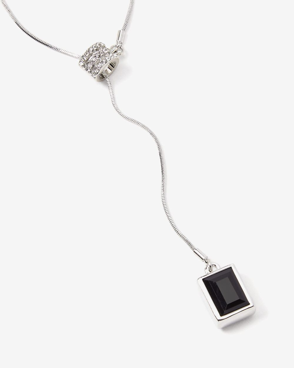 Collier long à pendentif carré