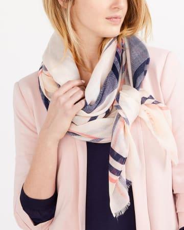 Foulard à carreaux rose et bleu