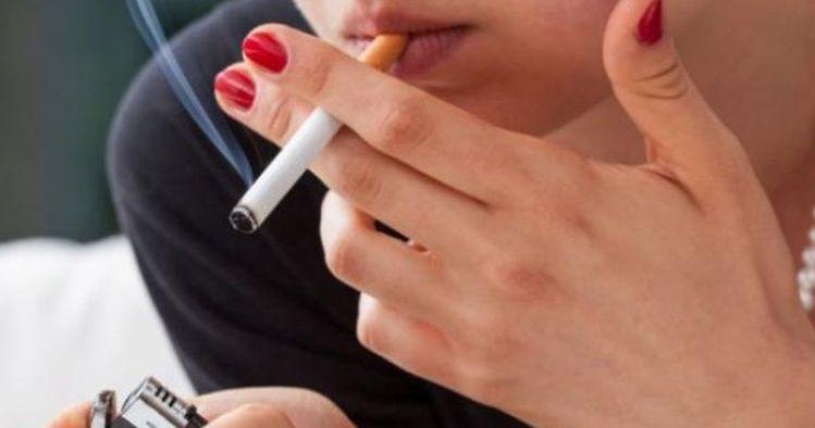 perempuan rokok.jpg