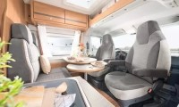 Pössl Roadcruiser B - Sitzgruppe für 4 Personen dank drehbarer Wohnmobilsitze