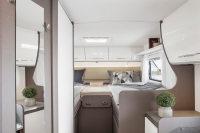 Nicht nur viel Platz zum schlafen sondern auch genügend Stauraum bietet der Schlafbereich in diesem Wohnmobil
