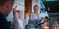 Luxus für zwei / Komfort für bis zu vier Personen. Der Carado T447 passt sowohl für diejenigen die es gern etwas großzügiger im Wohnmobil haben. Und er passt genauso für die Familei mit 2 Kindern oder vier Erwachsene...
