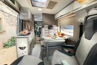 Chausson 594 MAX Innenraum - riesiger Kofferraum bei hochgestelltem Bett / Alternativ mit Doppelstockbetten für bis zu 4 Personen