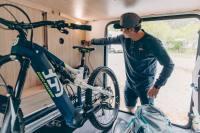 Ob Fahrrad, Stand Up Paddle Board oder Gepäck - dank der großen heckgarage passt alles in das Wohnmobil für den Campingurlaub.