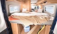 Hier schläft es sich gut im Wohnmobil - großes Bett mit 1,95 x 1,95 Metern