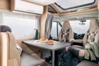 Einfach die Camper - Sitze vorne drehen und schon entsteht eine Sirtzgruppe für 4 bis 5 Personen.