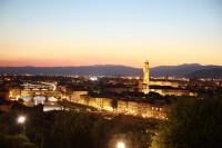 Unser klassische Toskana - Tour für ca. 2 Wochen mit dem Wohnmobil beinhaltet folgende Stationen:<br /> - Vada, Pisa, Viarregio<br /> - Lucca, Florenz<br /> - San Gimigniano, Voltera<br /> - Siena und die Marema<br /> Weitere Empfehlungen werden Ihnen im Roadbook dargestellt. Sie sind zur richtigen zeit am richtigen Ort - Markttage usw...