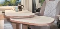 Sitze drehen, 4 Personen haben Platz und dank ausdrehbarer Tischplatte zusätzliche Tischfläche...