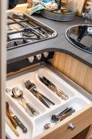 Platz und  Komfort wird in diesem Camper groß geschrieben - auch in der Küche...