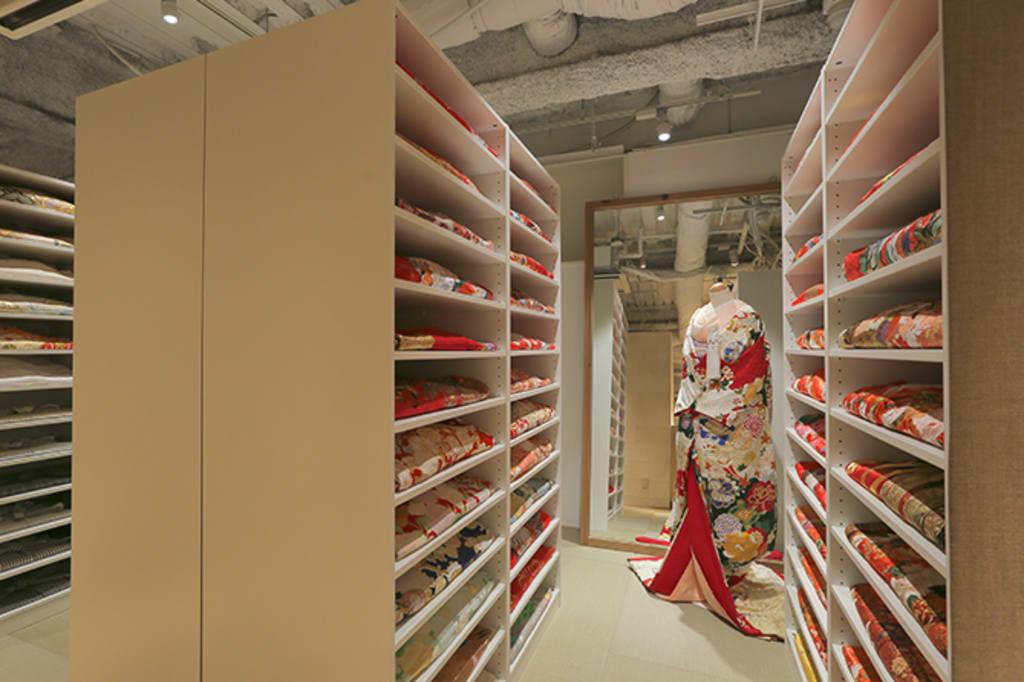 [着物ルーム]100着以上の和装がこの一室に