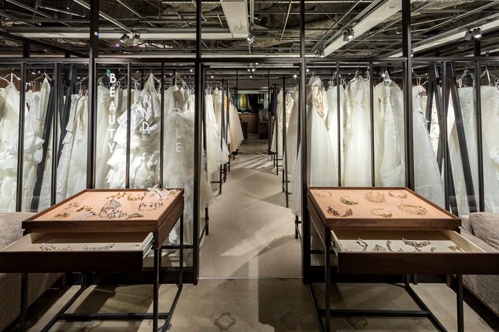 [ドレスルーム]オープンスペースの空間で、気軽にドレスを選んで